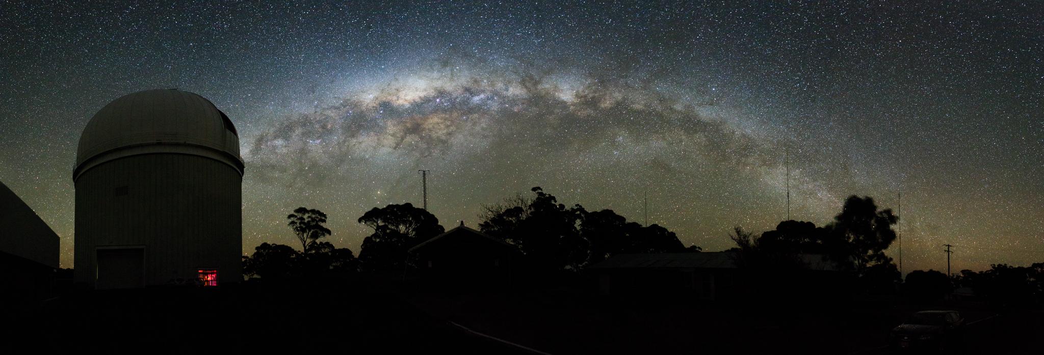 telescope_and_milkyway